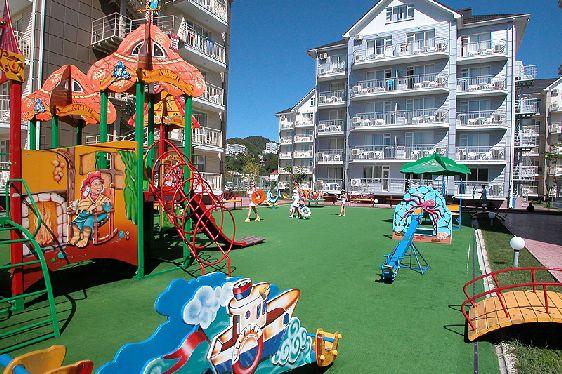 Почти в каждом отеле есть детская площадка, так что ваш ребенок найдет себе занятие на отдыхе