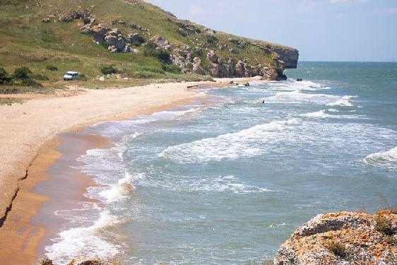 Купальный сезон на Азовском море начинается уже в мае, поскольку погода уже достаточно теплая