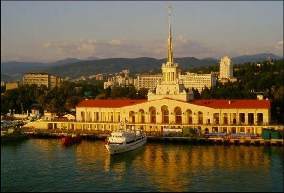 Кавказские горы надежно защищают Сочи от холодных ветров