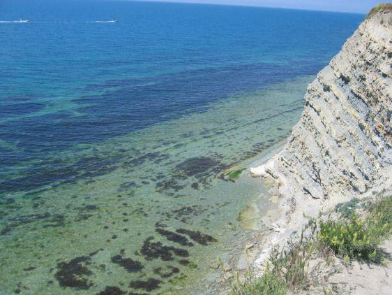 Спешу вас обрадовать, живописные пляжи с чистым морем на Черноморском побережье еще есть!