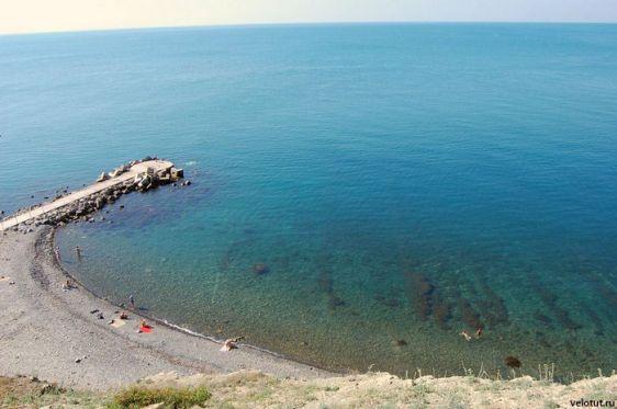 Пляж Лиманчик, говорят его обажают нудисты. Хотите - проверьте :)
