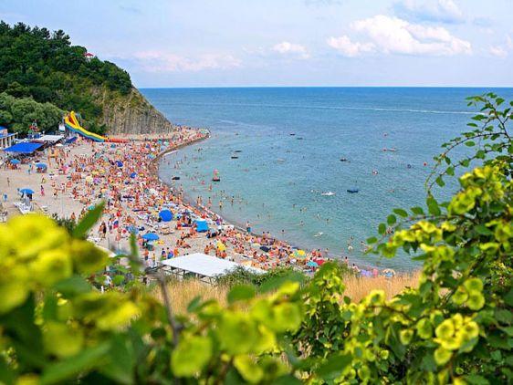 Галечный пляж посёлка Бетта