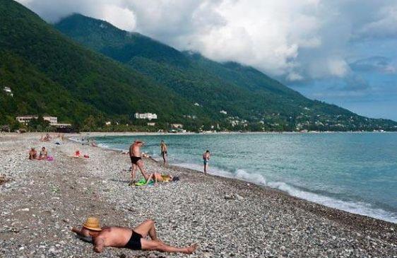 Большая часть пляжей в Абхазии сложена из гальки