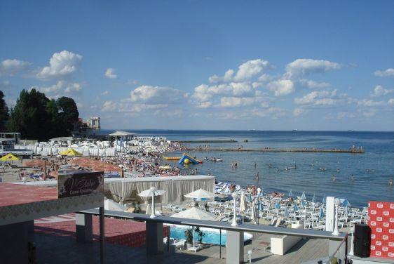 Пляж ''Аркадия'' особо популярен среди молодёжи