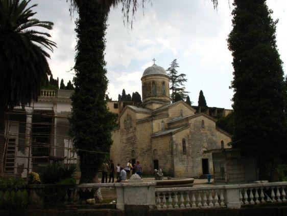 Действующий храм Симона Кананита