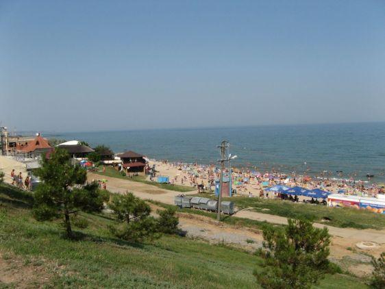 Пляж Ильичевска - маленького города в Одесской области