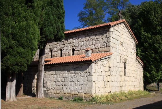 Храм Ипатия Гагрского на территории Аабатского комплекса