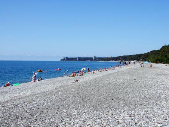 Галечниковый пляж в пос. Лдзаа