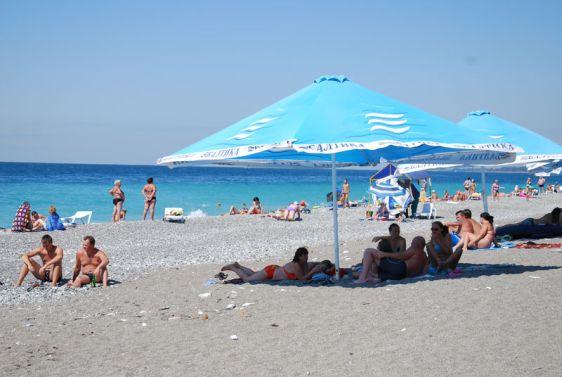 Песчано-галечный пляж от санатория ''Солнечный''