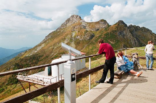 В октябре в районе Сочи очень популярные пешие или велосипедные прогулки, благо погода им как правило благоволит!