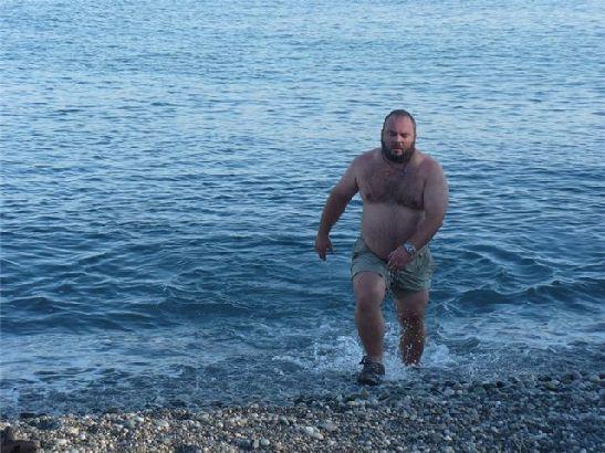 Если в начале октябре увидеть купающегося не является редкостью, то к концу месяца на это отваживаются лишь особо решительные туристы