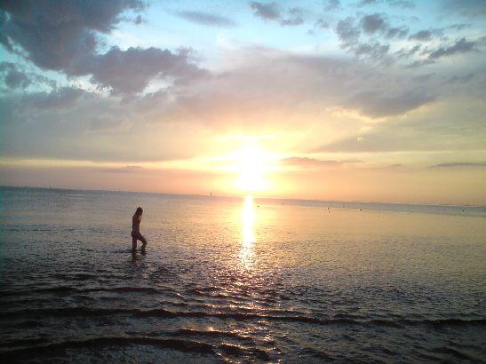 Тем, кто любит уединение и тишину стоит либо искать отдаленные пляжи, либо купаться по вечерам