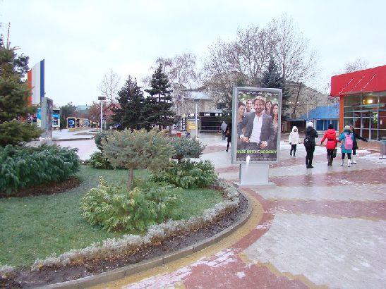 Прошедшие накануне вечером дожди из-за ночных заморозков приводят к образованию на асфальтах и тротуарах ледяной корки