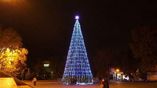 В новогоднюю ночь возле городской ёлки будет очень многолюдно