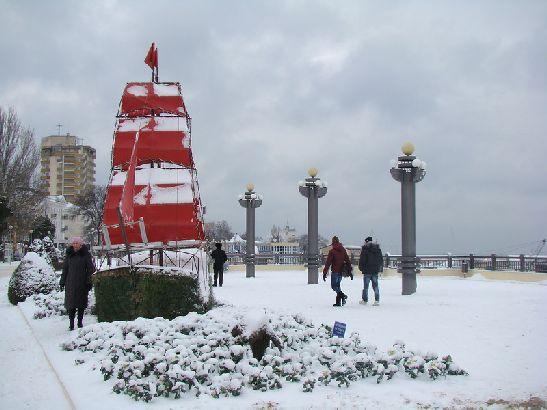 Иногда в декабре выпадает снег, но надолго он не задерживается, через несколько дней снежный покров неумолимо тает