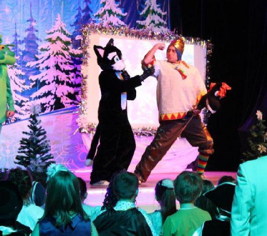 Новогоднее представление в центре культуры ''Родина''