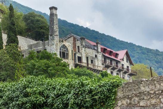Замок  был построен в Старой Гагре в 1902 году